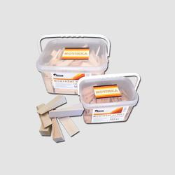 Klínky montážní 65x18x12-0 mm - balení 150 ks vědro